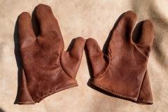 Tříprsté rukavice.